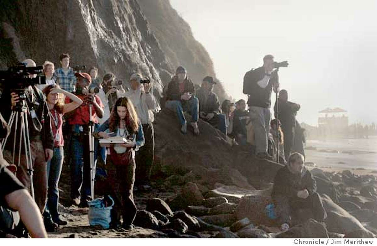 Spectators gather for the beginning of the 2006 Mavericks Surf Contest on February 7, 2006. Photo by Jim Merithew/The San Francisco Chronicle