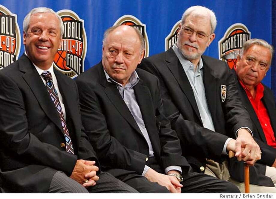 Naismith Basketball Hall of Fame Class of 2007 enshrinees (L-R) University of North Carolina coach Roy Williams, co-coach of Yugoslavia's national basketball team that won the Gold Medal at the 1980 Olympics Mirko Novosel, NBA coach Phil Jackson and Real Madrid coach Pedro Ferrandiz sit onstage during a news conference at the Hall of Fame in Springfield, Massachusetts September 7, 2007. REUTERS/Brian Snyder (UNITED STATES) 0 Photo: BRIAN SNYDER