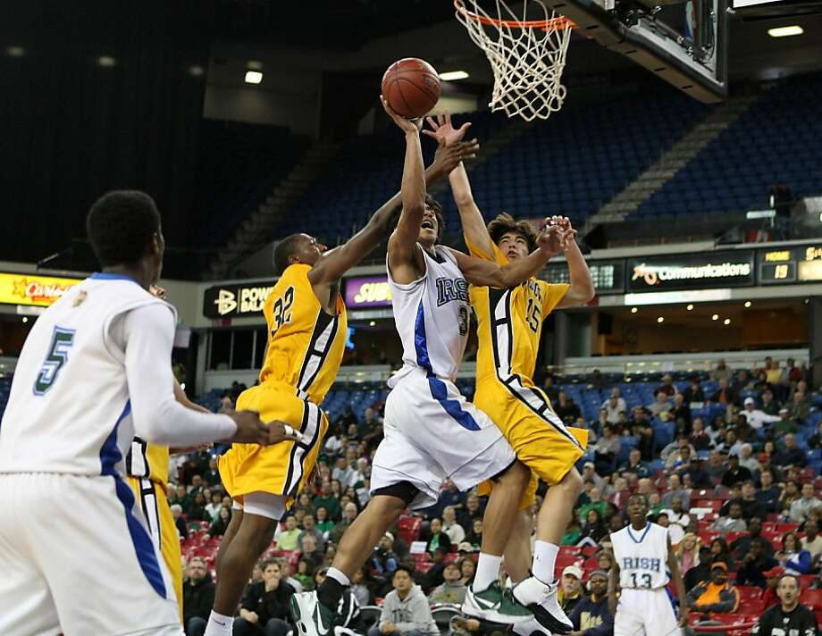 Sacred Heart Cathedral's Josh Fox puts the ball up amid two Bishop O'Dowd defenders in the Irish's 61-57 NorCal championship win. Photo: Kevin Johnson, The Chronicle