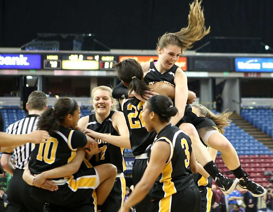 Bishop O'Dowd celebrates its NorCal championship win and a Division III record for most points. Photo: Kevin Johnson, The Chronicle