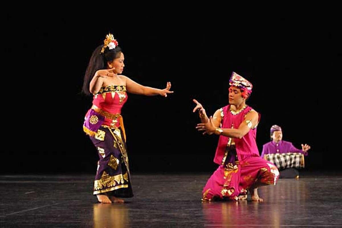 ETHNIC22D_HO Gamelan Sekar Jaya is a huge audience favorite performing dances from Bali.