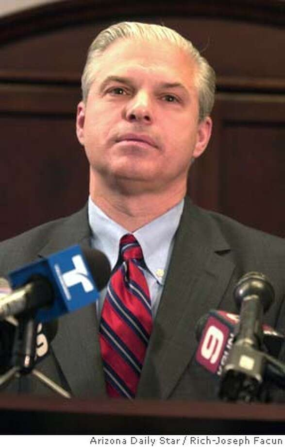 13 FBI rjf p-4 Chief of the Justice Department's Public Integrity Section Noel L. Hillman NOEL L. HILLMAN speaks at a press conference May 12, 2005 in Tucson, AZ regarding criminal charges against the defendents from Operation Lively Green, an FBI undercover corruption investigation that began in December of 2001. A total of 16 current and former U.S. soldiers and law enforcement officers have agreed to plead guilty to participating in a widespread bribery and extortion conspiracy. The defendants pleading guilty today transported a total of over 560 kilograms of cocaine and accepted over $222,000 in cash bribes as payment for their illegal activities. Photo By: Rich-Joseph Facun/Arizona Daily Star 123391 MANDATORY CREDIT. NO MAGS, Photo: Rich-Joseph Facun