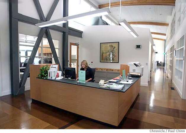 The lobby of the administrative offices at the new City Hall in Orinda, Calif. on Wednesday, August 29, 2007.  PAUL CHINN/The Chronicle MANDATORY CREDIT FOR PHOTOGRAPHER AND S.F. CHRONICLE/NO SALES - MAGS OUT Photo: PAUL CHINN