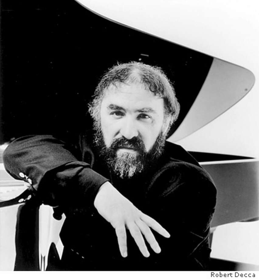 Radu Lupu, piano. San Francisco Performances is presenting pianist Radu Lupu, Tuesday, January 24 at 8:00 p.m. at Herbst Theatre. Photo credit: Robert Decca Photo: Robert Decca