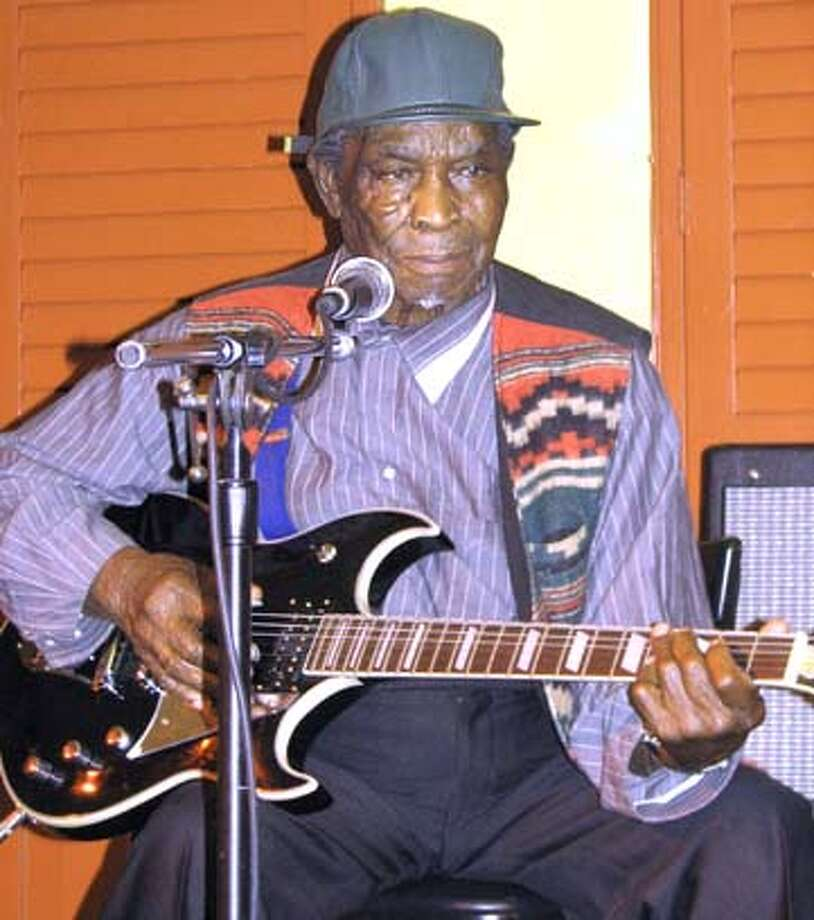 "David ""Honeyboy"" Edwards performing at Biscuits and Blues. Afterward, he reminisced about his friendship with Robert Johnson. Photo by Dorothy Hill, special to the Chronicle"