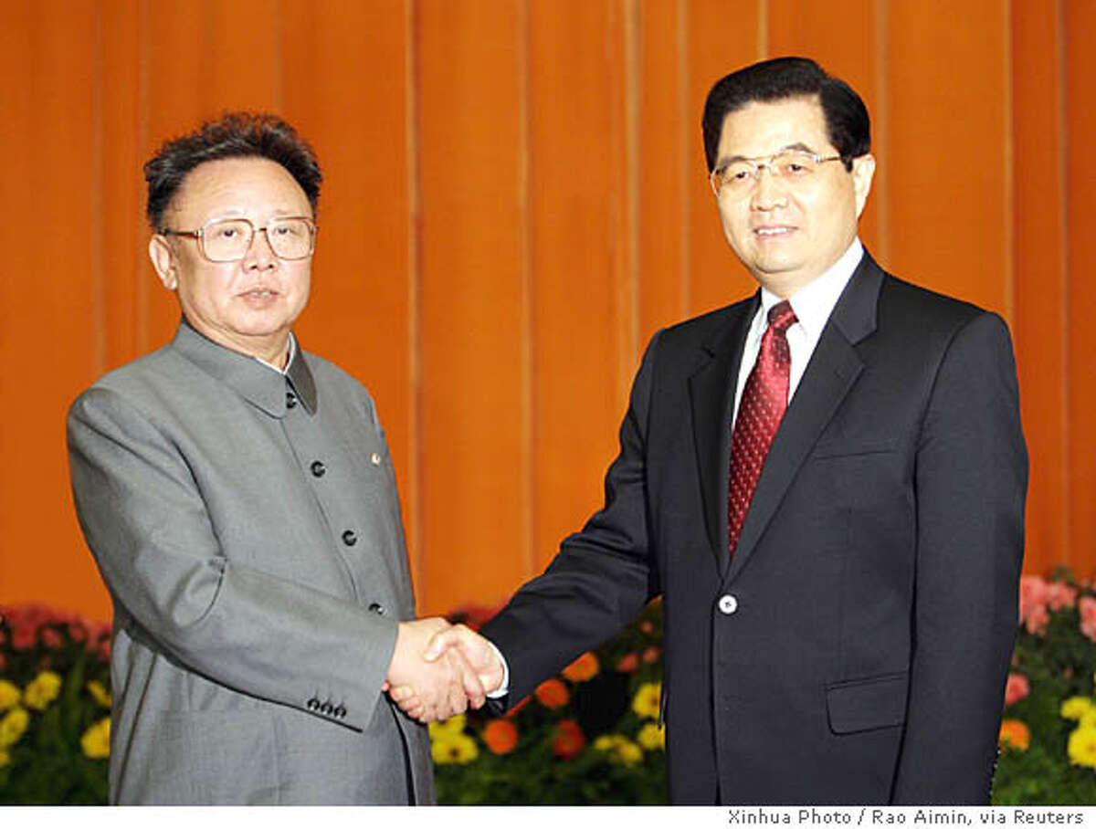 Chinese President Hu Jintao (R) shakes hands with North Korea's Kim Jong Il at the Great Hall of the People in Beijing January 17, 2006. Kim returned on Wednesday from an officially secret but widely reported trip to China, where Pyongyang said he told leaders he would help remove obstacles blocking talks on his nuclear arms programme. Photo taken January 17, 2006. CHINA OUT NO ARCHIVES REUTERS/Xinhua Photo/Rao Aimin 0