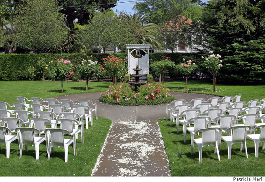 magBB_001.jpg Churchill Manor in Napa, CA - Bed and breakfast establishments are new favorites as wedding venues. PATRICIA MARK on 5/14/05  Patricia Mark ONE-TIME CHRONICLE SUNDAY MAGAZINE USE ONLY Photo: PATRICIA MARK