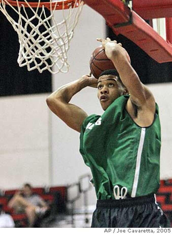 Boston Celtics top draft pick Gerald Green goes up for a dunk against the Dallas Mavericks in the NBA Vegas Summer League at the Cox Pavillion in Las Vegas, Friday, July 8, 2005.(AP Photo/Joe Cavaretta) Ran on: 07-10-2005 Photo: JOE CAVARETTA