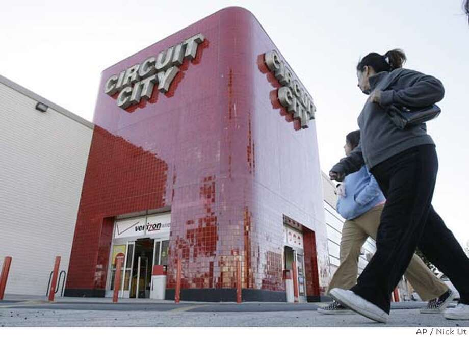 **FILE** Shoppers make their way to a Circuit City store in Los Angeles in this Dec. 18, 2006, file photo. With more than 800 Best Buy stores in the U.S., compared with Circuit City's 650, Richfield, Minn.-based Best Buy Co. Inc. has an upper hand at the moment. (AP Photo/Nick Ut, file)  Ran on: 04-09-2007  Circuit City doesn't have as many stores as rival Best Buy, but some other differences might also be hurting its business. Best Buy stores often have a greeter inside the front door, and some customers like the store's layout better than Circuit City's. DEC. 18, 2006, FILE PHOTO Photo: Nick Ut