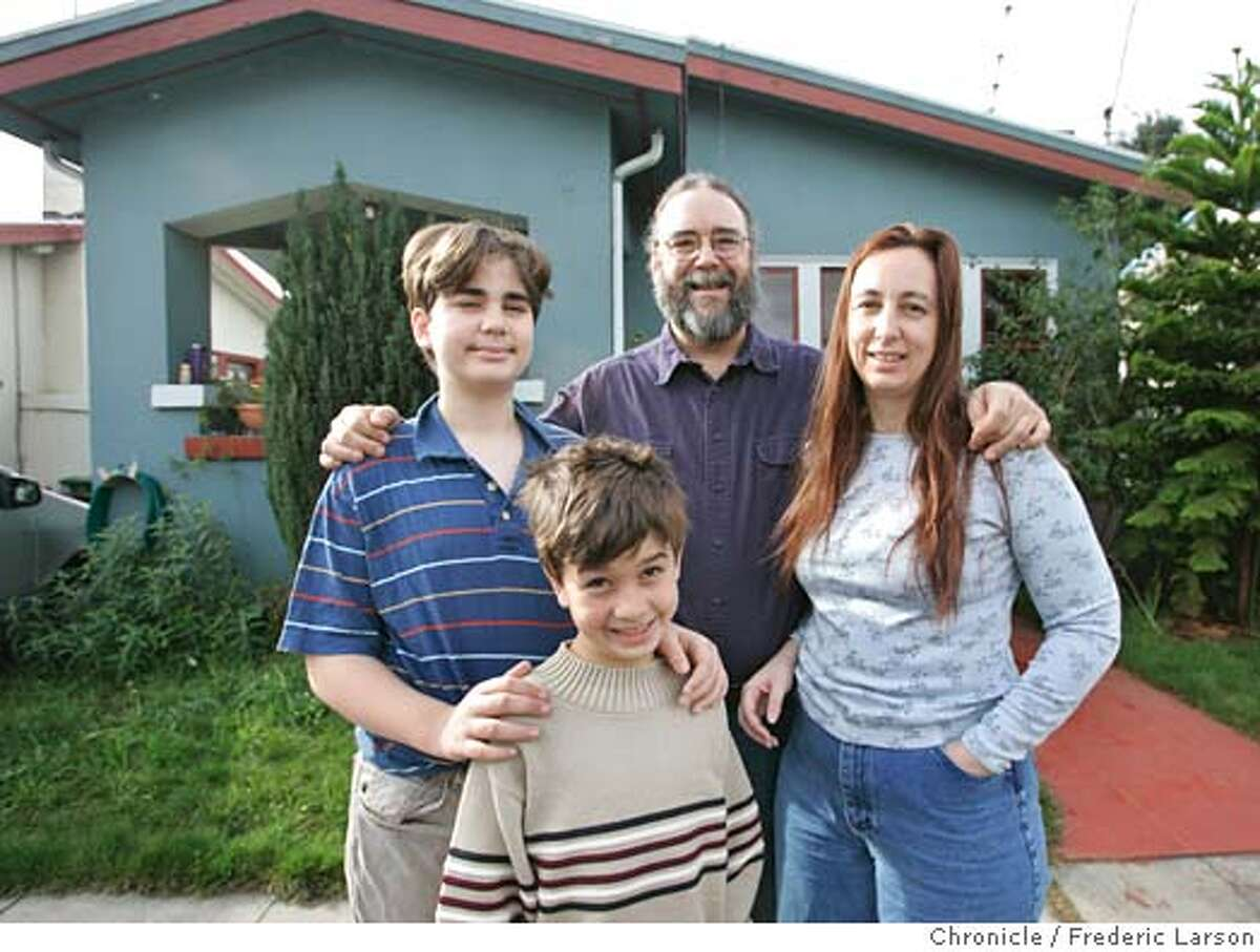 SAVINGS_0010_fl.jpg Sue McCullough and her family, husband Don, sons Alec (8) and Kenton (13) Barks are examples of people who fell into debt and pulled themselves out. They are the kicker anecdote in a story called SAVINGS30 that says -- Americans ain't saving. 12/26/05 Oakland CA Frederic Larson San Francisco Chronicle
