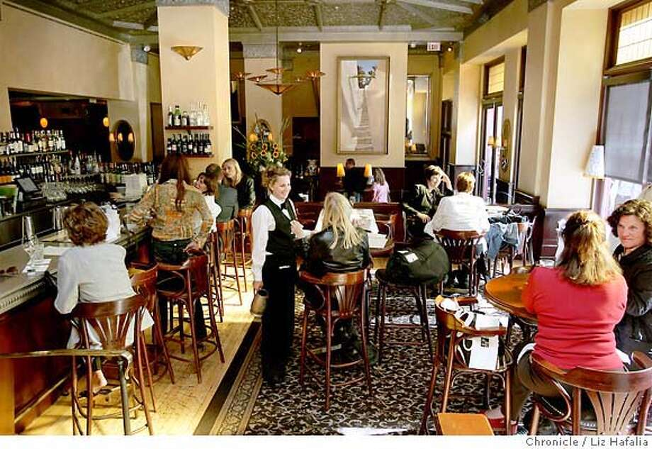 STREETDATE30_020_LH_.JPG Inside of the bar area of Scala's Bistro, 432 Powell Street, near Union Square.  Liz Hafalia/The Chronicle/San Francisco/8/23/07  ** cq �2007, San Francisco Chronicle/ Liz Hafalia  MANDATORY CREDIT FOR PHOTOG AND SAN FRANCISCO CHRONICLE. NO SALES- MAGS OUT. Photo: Liz Hafalia