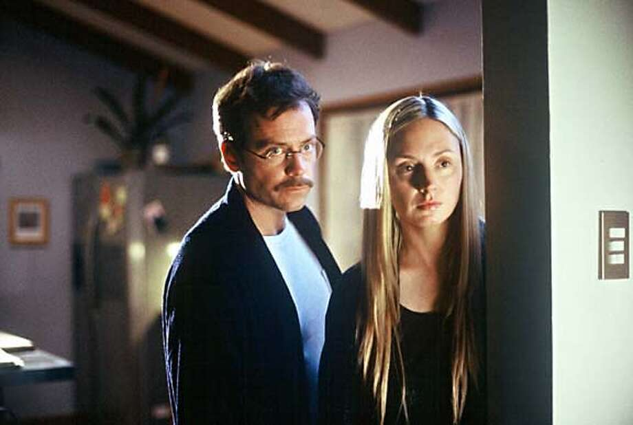 "Actors Greg Kinnear (L) and Hope Davis are shown in a scene from ""The Matador"" in an undated publicity photo released on December 21, 2005. Kinnear stars in new movie ""The Matador"" alongside Pierce Brosnan. It is a low-budget buddy comedy in which Brosnan plays a burned-out assassin whom Kinnear, portraying a businessman, befriends during a lonely week in Mexico City. ""The Matador"" is winning good reviews and Brosnan earned a Golden Globe nomination for acting. Kinnear, 42, is being talked about for the supporting actor Oscar. It is not the first time the TV talk show host-turned-actor has wowed audiences. To match feature . NO ARCHIVE REUTERS/The Weinstein Company/Handout Photo: HO"