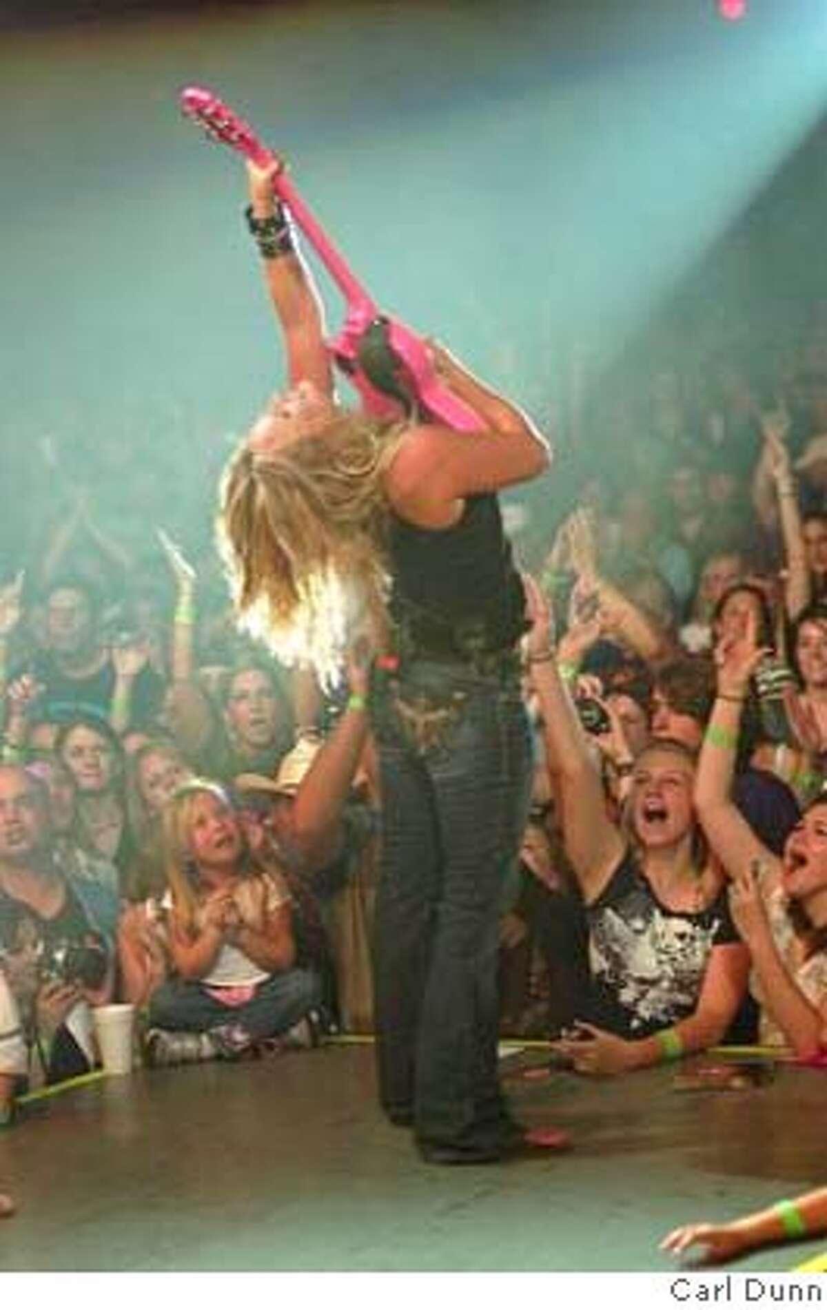 Miranda Lambert in concert photo by carl dunn