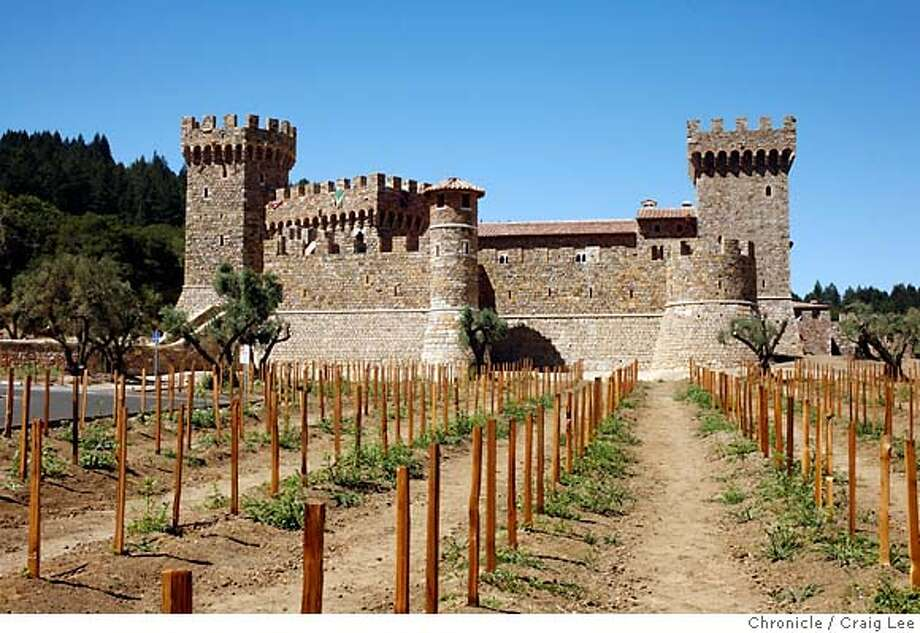 NAPA24_225_cl.JPG  Story on architecture of Napa wineries for story by Chronicle writer, John King. Photo of Castello di Amorosa winery.  Event on 8/15/07 in Napa. photo by Craig Lee / The Chronicle MANDATORY CREDIT FOR PHOTOG AND SF CHRONICLE/NO SALES-MAGS OUT Photo: Photo By Craig Lee
