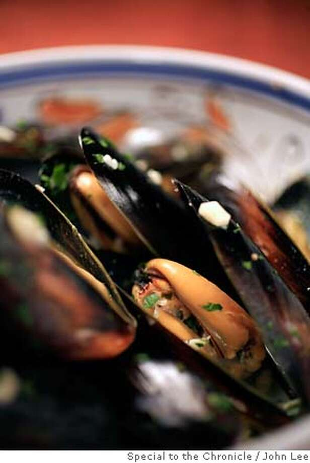 SEAFOOD29_MUSSELS_JOHNLEE.JPG  Roasted Mussels.  By JOHN LEE/SPECIAL TO THE CHRONICLE Photo: John Lee