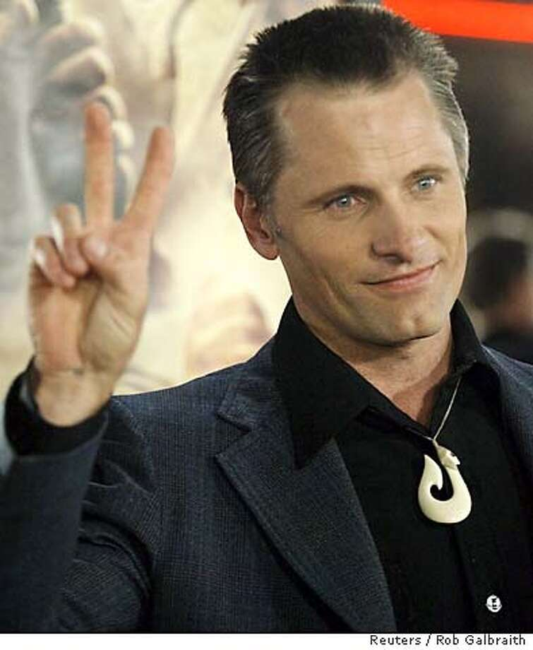 "Cast member Viggo Mortensen arrives for the North American premiere of the film ""The Lord of the Rings: The Return of the King"" in Los Angeles December 3, 2003. The picture opens on December 17. REUTERS / Robert Galbraith 0 Photo: ROBERT GALBRAITH"