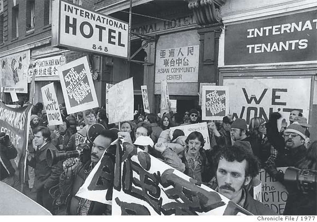 Thousandsencircled the International Hotel, protesting the planned evictions of mostly poor, immigrant Asian workers.