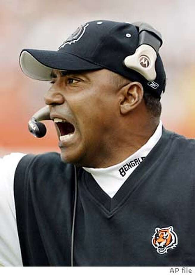 FILE    Cincinnati Bengals coach Marvin Lewis yells to his team during the 06e024ec3b5a