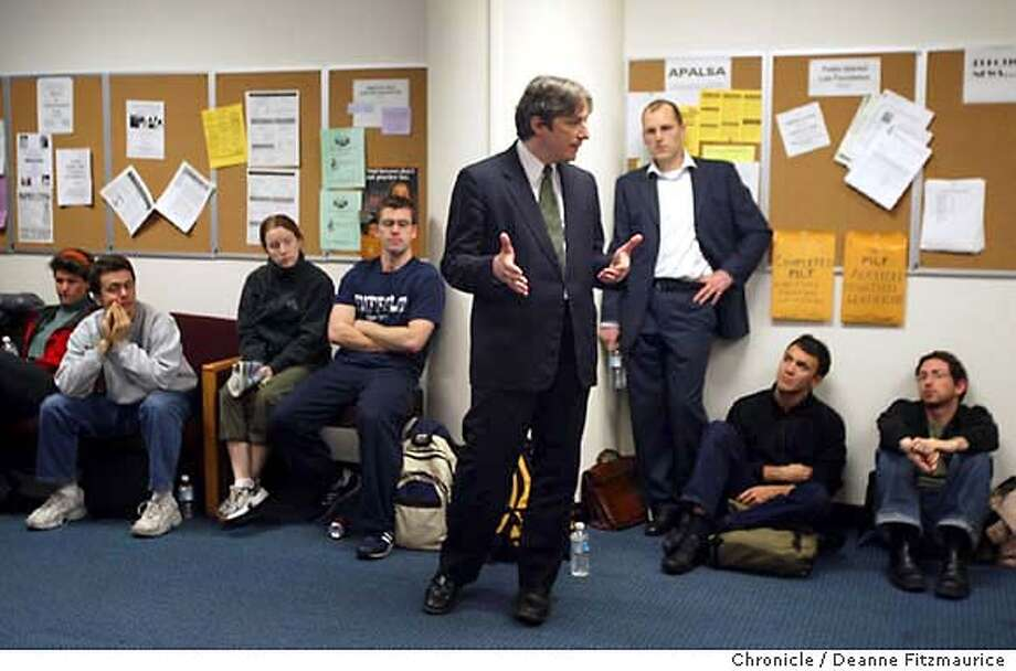Mayoral candidate, Matt Gonzalez meets with students at Golden Gate University.  Event on 12/4/03 in . Deanne Fitzmaurice / The Chronicle Photo: Deanne Fitzmaurice