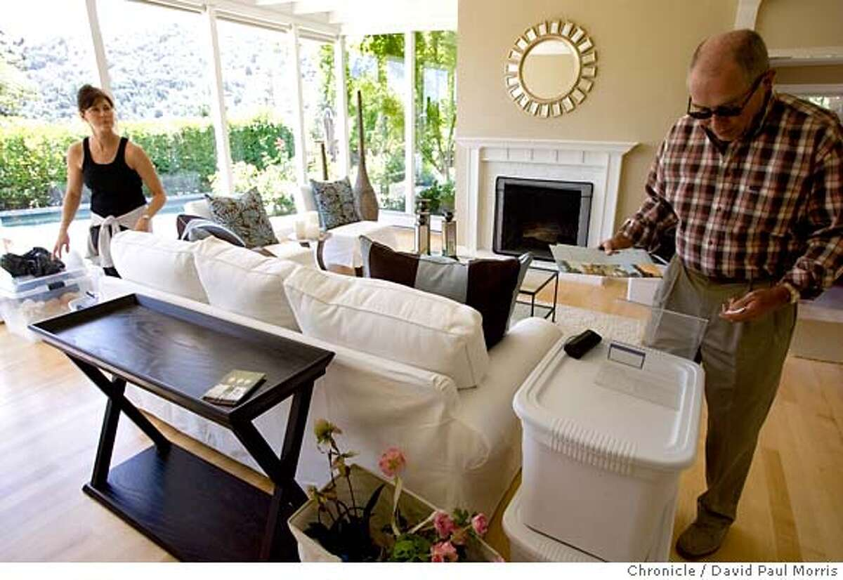 LARKSPUR, CA - AUG 11: Home stager Jennifer Livingston re-stages a home as realtor Bill Hogan puts out some fliers on August 11, 2007 in Larkspur, California. (Photo by David Paul Morris / The Chronicle)