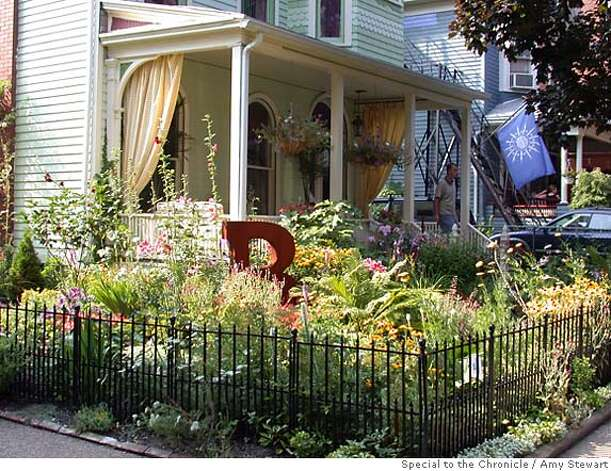 "Martin Kemp and Terry Williams' front-yard garden in Buffalo, N.Y. The big red ""B"" in the yard makes a statement about their pride in their city. Photo by Amy Stewart, special to the Chronicle"