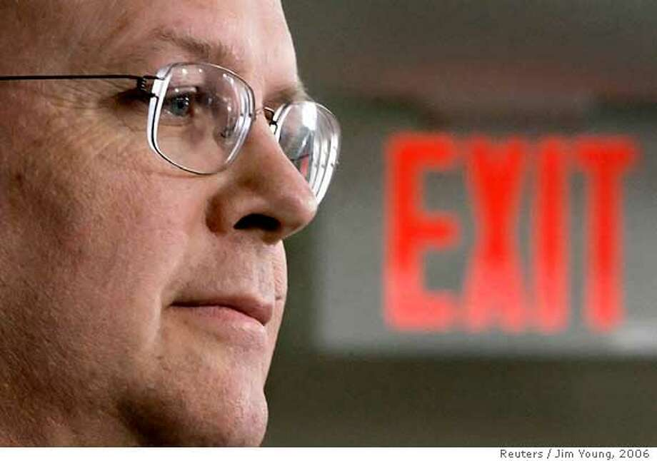 White House Deputy Chief of Staff Karl Rove listens to questions after his speech on economic policy at the American Enterprise Institute in Washington in this May 15, 2006 file photo. Rove, close political adviser to U.S. President George W. Bush and a lightning rod for anger among Democrats, has said he will leave the White House at the end of August 2007. REUTERS/Jim Young/Files (UNITED STATES) Photo: JIM YOUNG