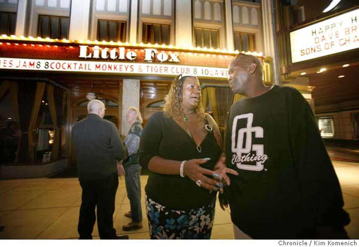 JAMCITY14_052_KK.JPG Cynthia Handy of San Francisco and Mike Scott of Palo Alto take a break from the action as musicians and blues fans flock to one of the best blues jams in the Bay Area every Wednesday night at the Little Fox Theater in Redwood City. Photo by Kim Komenich/The Chronicle **Cynthia Handy, Mike Scott. MANDATORY CREDIT FOR PHOTOG AND SAN FRANCISCO CHRONICLE. NO SALES- MAGS OUT.