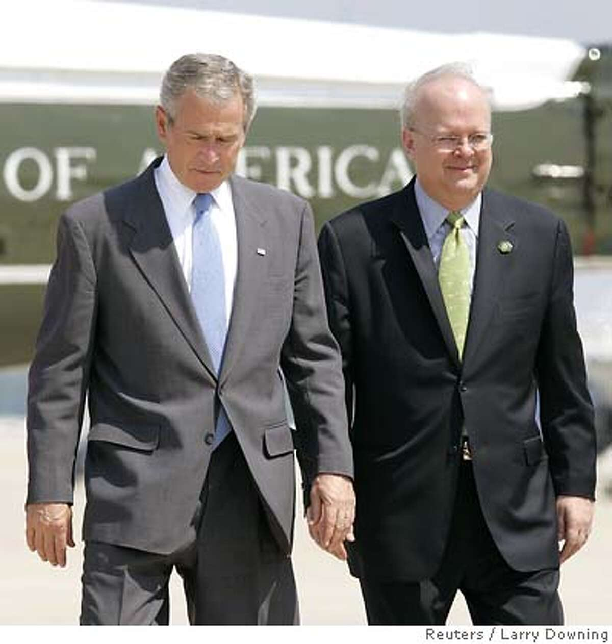 U.S. President George W. Bush and his senior advisor Karl Rove (R) walk towards Air Force One at Andrews Air Force Base outside Washington before departing for Texas August 13, 2007. Rove, who set the political strategy for U.S. President George W. Bush's two White House victories and became a favorite target for critics, said on Monday he was resigning and returning home to Texas. REUTERS/Larry Downing (UNITED STATES)