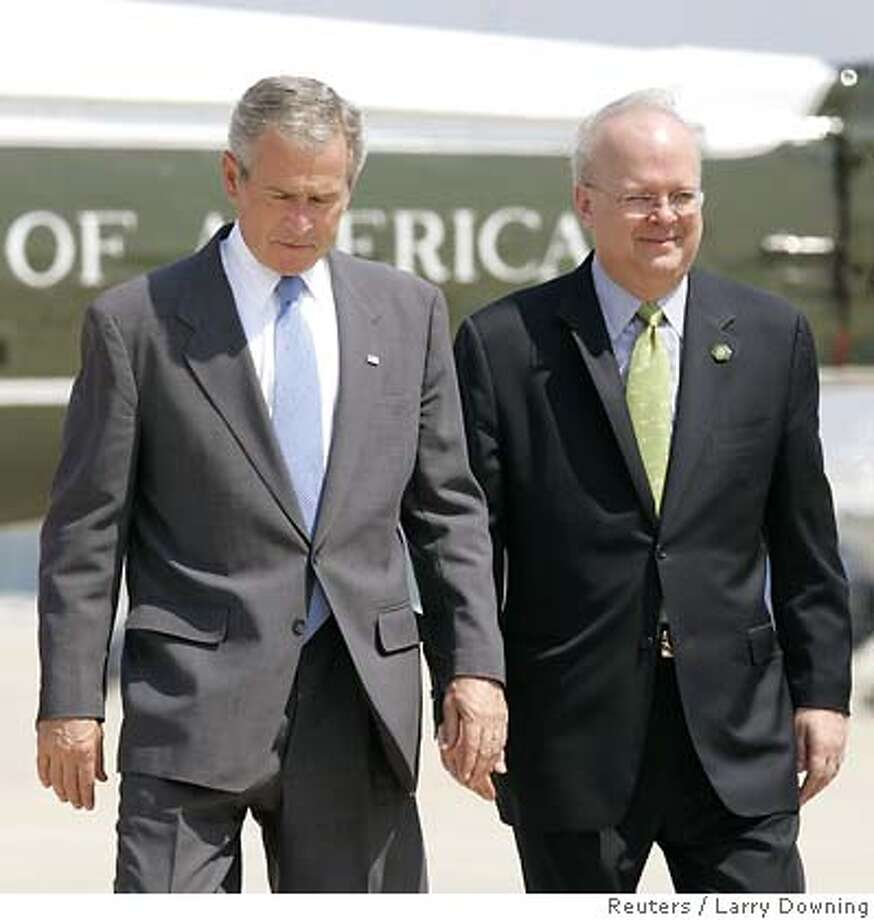 U.S. President George W. Bush and his senior advisor Karl Rove (R) walk towards Air Force One at Andrews Air Force Base outside Washington before departing for Texas August 13, 2007. Rove, who set the political strategy for U.S. President George W. Bush's two White House victories and became a favorite target for critics, said on Monday he was resigning and returning home to Texas. REUTERS/Larry Downing (UNITED STATES) Photo: LARRY DOWNING