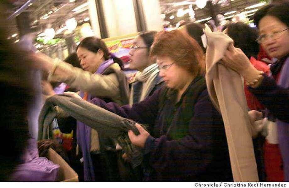 {shopping29b_112803_ckh}  Shoppers at Old Navy check-out a deal on scarves.After Thanksgiving shopping in U nion Square.  Photo by {CHRISTINA KOCI HERNANDEZ} / The San Francisco Chronicle Photo: CHRISTINA KOCI HERNANDEZ