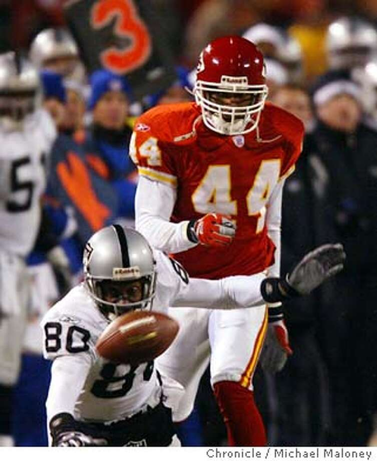 Raiders Jerry Rice dives for and misses a 4th quarter pass in front of Chiefs #44 Eric Warfield.  Oakland Raiders vs Kansas City Chiefs at Arrowhead Stadium in Kansas City, MO.  Event on 11/23/03 in Kansas City.  MICHAEL MALONEY / The Chronicle Photo: MICHAEL MALONEY