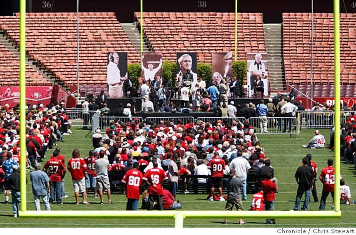 WALSH_PUBLIC_0409_cs.jpg Event on 8/10/07 in San Francisco Thousands gathered to celebrate the life of Bill Walsh, former head coach of the San Francisco 49ers, at Monster Park in San Francisco. Photographed August 10, 2007 Chris Stewart / The Chronicle Walsh memorial, Monster Park