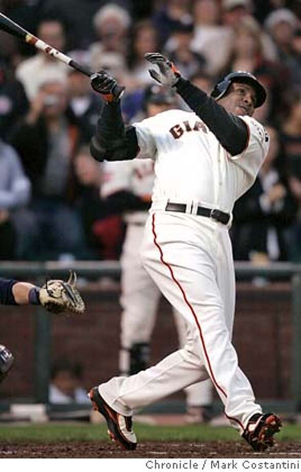 Barry Bonds hits home run 757.  Giants v. Nationals at ATT Park.  Photo: Mark Costantini / S.F. Chronicle Photo: Mark Costantini