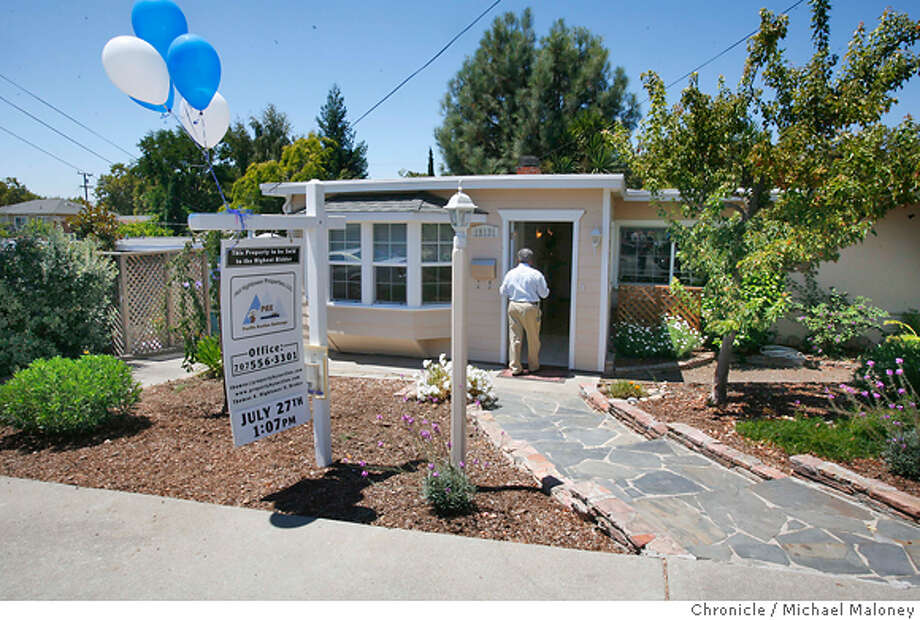 A home seller opted to auction their house after no luck selling the Castro Valley, CA home through conventional means. The absolute auction took place in the back yard of the property and was called by Pacific Auction Exchange of Vallejo, CA. The 3 bedroom, 1 bath 1,165 square foot home was sold for $495,000. The high bid at $450,000. came from Dane Andrew of Sunnyvale, CA.  Photo taken on 7/27/07 in Castro Valley, CA  Photo by Michael Maloney / San Francisco Chronicle  ***Dane Andrew MANDATORY CREDIT FOR PHOTOG AND SF CHRONICLE/NO SALES-MAGS OUT Photo: Michael Maloney