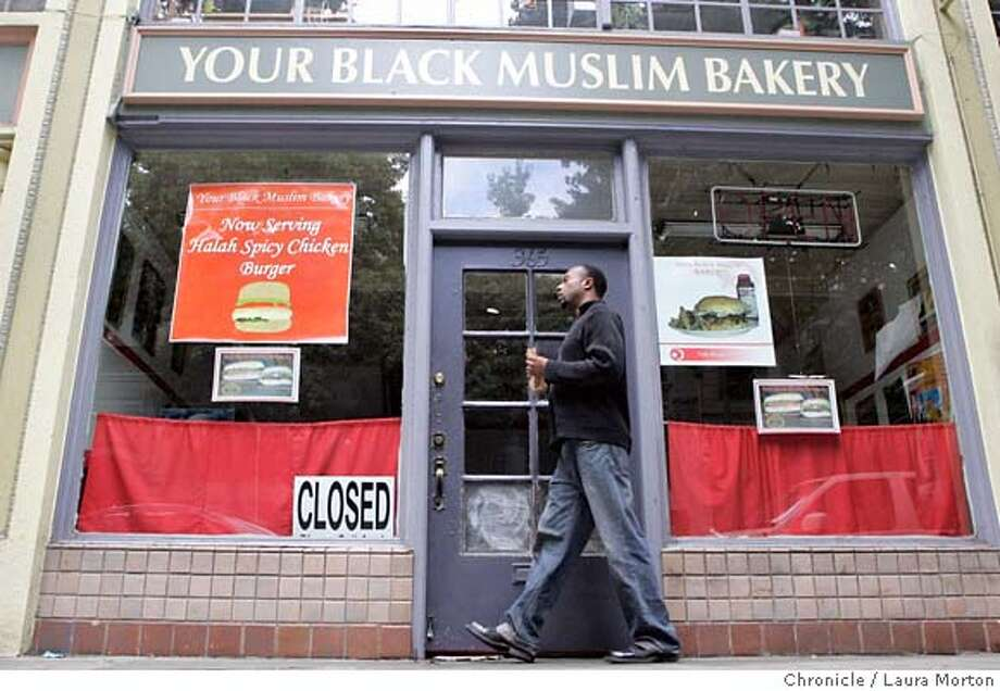 muslimbakery_17thst_0026_LKM.jpg Ramon Jackson walks down 17th St. in Oakland past the closed second location of Your Black Muslim Bakery on Monday afternoon. Police raided the Your Black Muslim Bakery on San Pablo Avenue on Friday in connection with a series of crimes, including the homicide of Oakland Post Editor Chauncey Bailey. (Laura Morton/Special to the Chronicle) *** Ramon Jackson Photo: Laura Morton