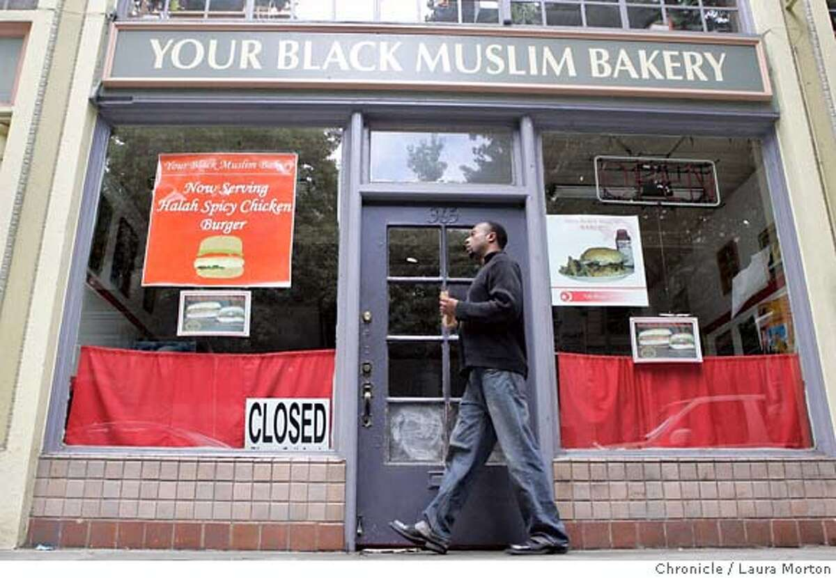 muslimbakery_17thst_0026_LKM.jpg Ramon Jackson walks down 17th St. in Oakland past the closed second location of Your Black Muslim Bakery on Monday afternoon. Police raided the Your Black Muslim Bakery on San Pablo Avenue on Friday in connection with a series of crimes, including the homicide of Oakland Post Editor Chauncey Bailey. (Laura Morton/Special to the Chronicle) *** Ramon Jackson