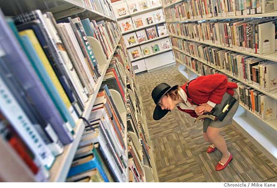 LIBRARY05_291_MBK.JPG  Marina district resident Laurel Tielis looks through book titles during the reopening celebration of Marina branch of SF library in San Francisco, CA, on Saturday, August, 4, 2007. photo taken: 8/4/07  Mike Kane / The Chronicle * Laurel Tielis Photo: MIKE KANE