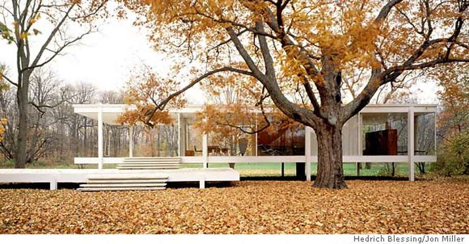FARNSWORTH: The Farnsworth House is an architectural glory, but its glass walls and dearth of partitions minimize the coziness factor. Preservationists hope to purchase the famous Mies-designed house in Plano, Ill., and open it as a museum. Illustrates FARNSWORTH (category l), by Benjamin Forgey (c) 2003, The Washington Post. Moved Tuesday, Oct. 28, 2003. (MUST CREDIT: Photo by Jon Miller, Hedrich Blessing.) Photo by Jon Miller, Hedrich Blessing / LAT/WP Photo: Photo By Jon Miller, Hedrich Ble