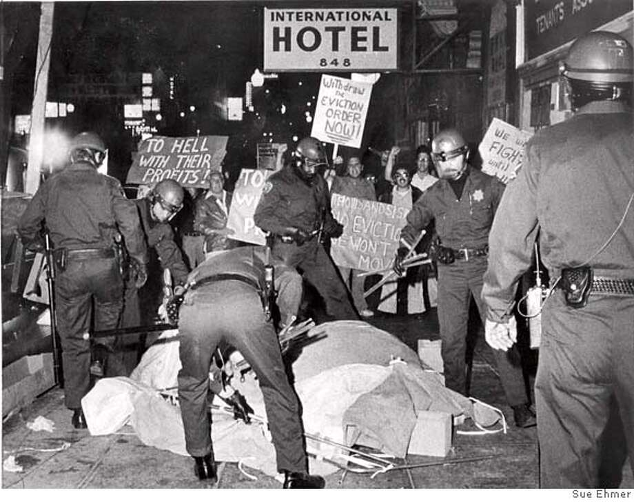 INTERNATIONALHOTEL-01AUG1977-SE - SFPD carries away tenants in front of the International Hotel. Photo by Sue Ehmer Photo: Sue Ehmer