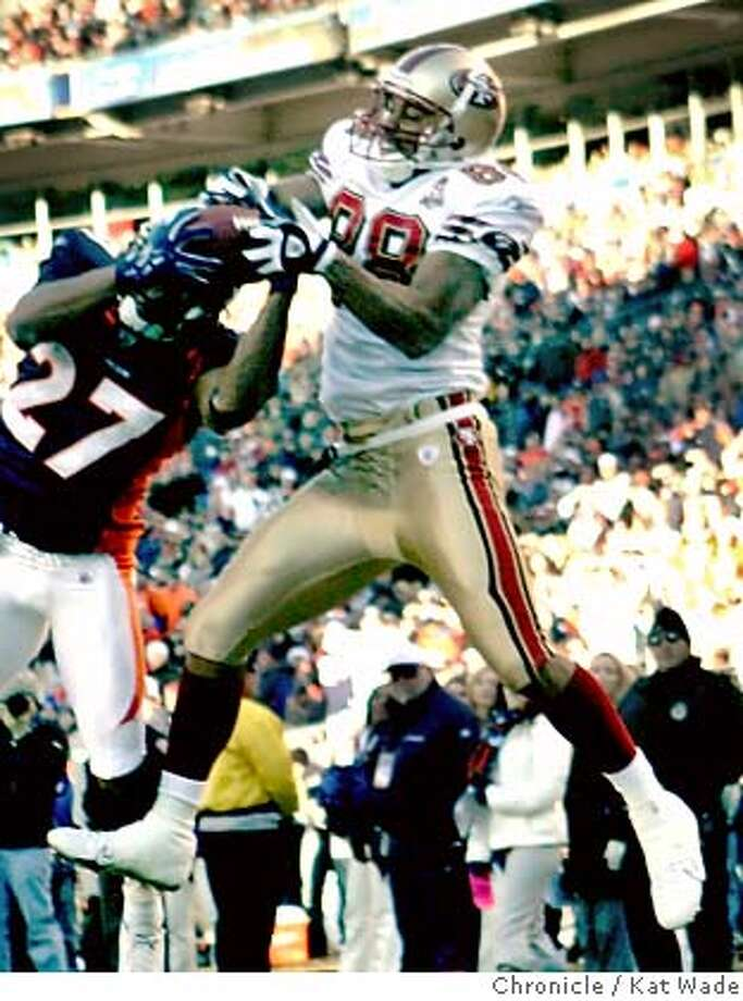 NINERS31_0079_KW_.jpg  The San Francisco 49ers Taylor Jacobs, #88 misses a chance for a touch down with pressure from the Bronco's Darrent Williams #27 in the 2nd quarter of the game against the Denver Broncos in Denver, Colorado at the Invesco Field at Mile High on December 31, 2006.  Kat Wade/The Chronicle Mandatory Credit for San Francisco Chronicle and photographer, Kat Wade, No Sales Mags out Photo: Kat Wade
