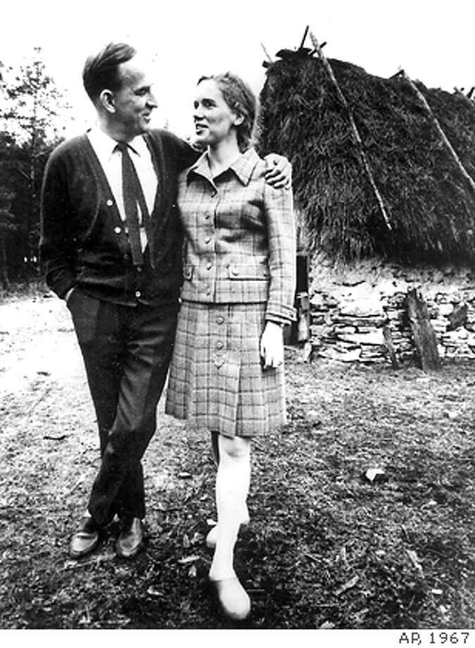 � ** FILE ** Swedish director Ingmar Bergman, left, is shown with one of his stars, Norwegian actress Liv Ullmann in a Sept. 19, 1967 file photo. Ingmar Bergman died Monday July 30, 2007. He was 89 years old. (AP Photo/File) B & W SEPT. 19, 1967 FILE PHOTO Photo: ASSOCIATED PRESS