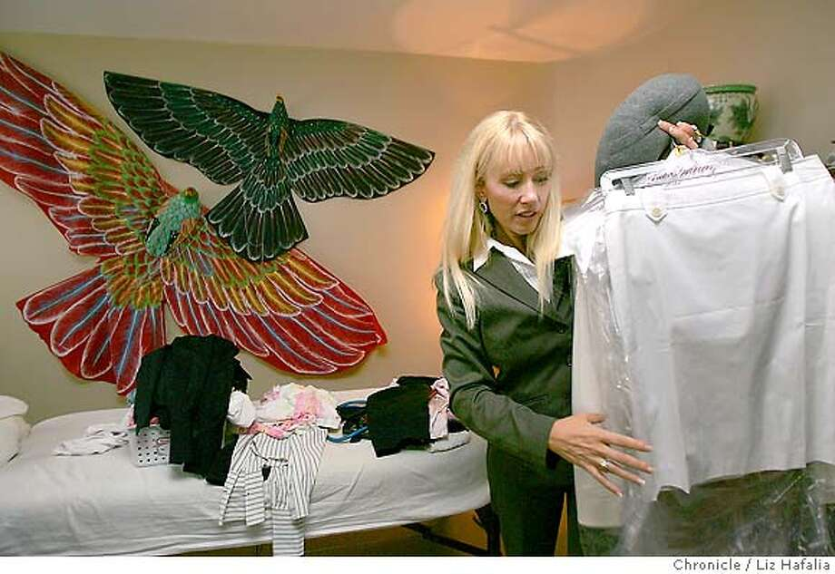 HANNIxx_066_LH_.JPG Lobbyist Kate Hanni packing some suits for her trip tonight. She says she's gone to Washington every other week since the beginning of this year lobbying for airline passenger rights. Kate Hanni and her family were stuck for nearly nine hours last December on the tarmac at Austin, Texas, due to a storm -- no food, water and with overflowing toilets. She has collected some 16,000 signatures lobbying for an Airline Passengers' Bill of Rights. Liz Hafalia/The Chronicle/Napa/7/24/07  **Kate Hanni cq �2007, San Francisco Chronicle/ Liz Hafalia  MANDATORY CREDIT FOR PHOTOG AND SAN FRANCISCO CHRONICLE. NO SALES- MAGS OUT. Photo: Liz Hafalia
