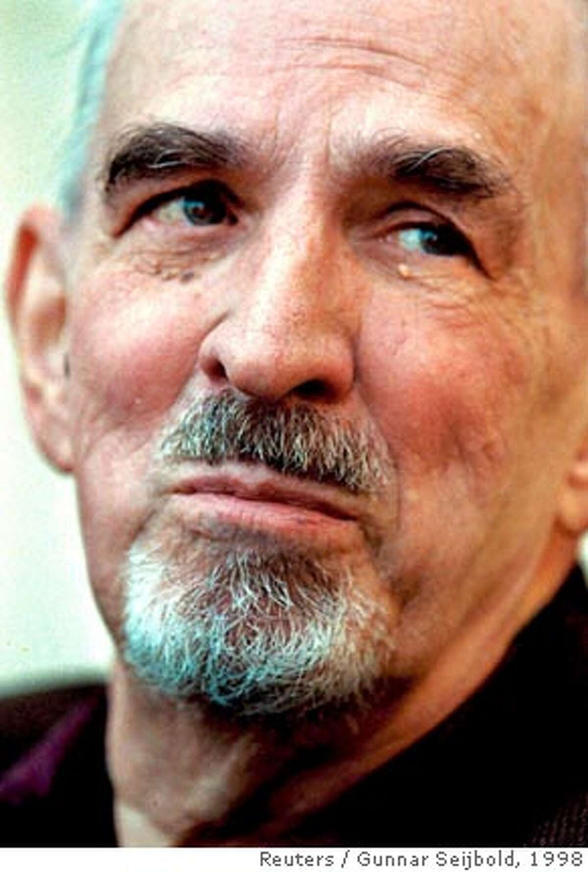 Legendary Swedish film director Ingmar Bergman is seen in Stockholm in this May 9, 1998 file photo. Bergman has died at the age of 89, an official at s Royal Dramatic Theatre said on July 30, 2007. REUTERS/Gunnar Seijbold/Scanpix (SWEDEN) OUT. NO COMMERCIAL SALES