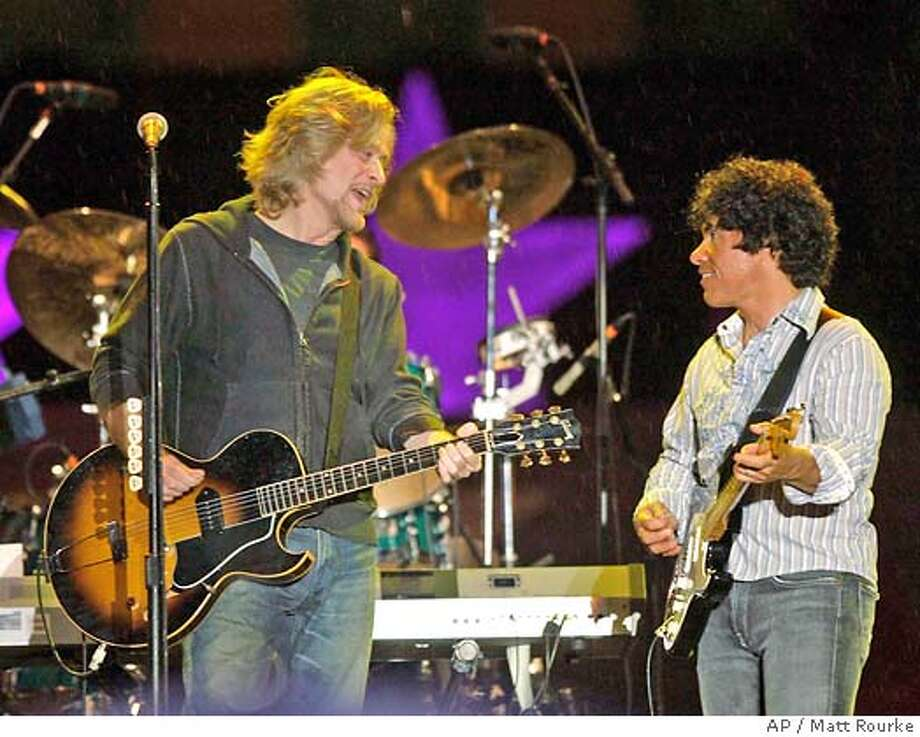 Daryl Hall, left, and John Oates perform on the steps of the Philadelphia Museum of Art during an Independence Day celebration in Philadelphia, Wednesday, July 4, 2007. (AP Photo/Matt Rourke) Photo: Matt Rourke