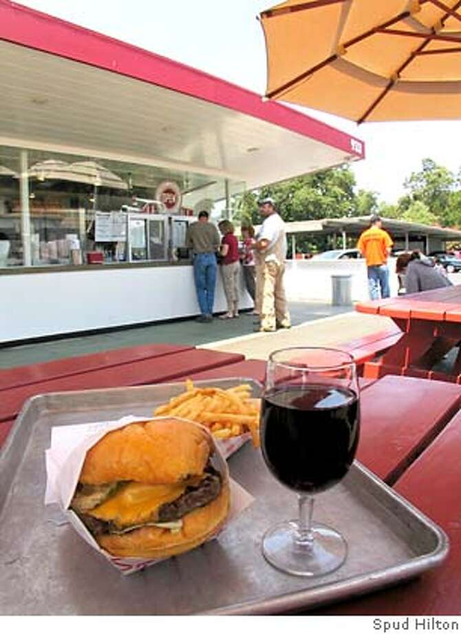 � TRAVEL NAPA -- Scenes from Taylor's Refresher, a popular burger stand in St. Helena that also has a lengthy wine list. napa_taylors025.jpg 7/9/07 in St. Helena, CA. Photo: Spud Hilton
