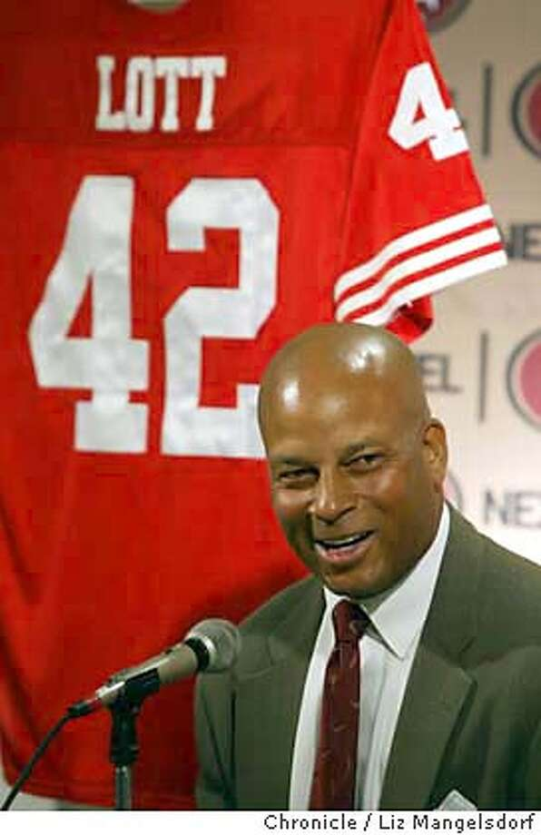 46FB0102.JPG Event on 11/5/03 in Santa Clara. Ronnie Lott at a press conference where the 49ers announce they're retiring Ronnie Lott's jersey/number. Press conference was at the 49ers headquarters in santa clara  LIZ MANGELSDORF / The Chronicle MANDATORY CREDIT FOR PHOTOG AND SF CHRONICLE/ -MAGS OUT Photo: LIZ MANGELSDORF