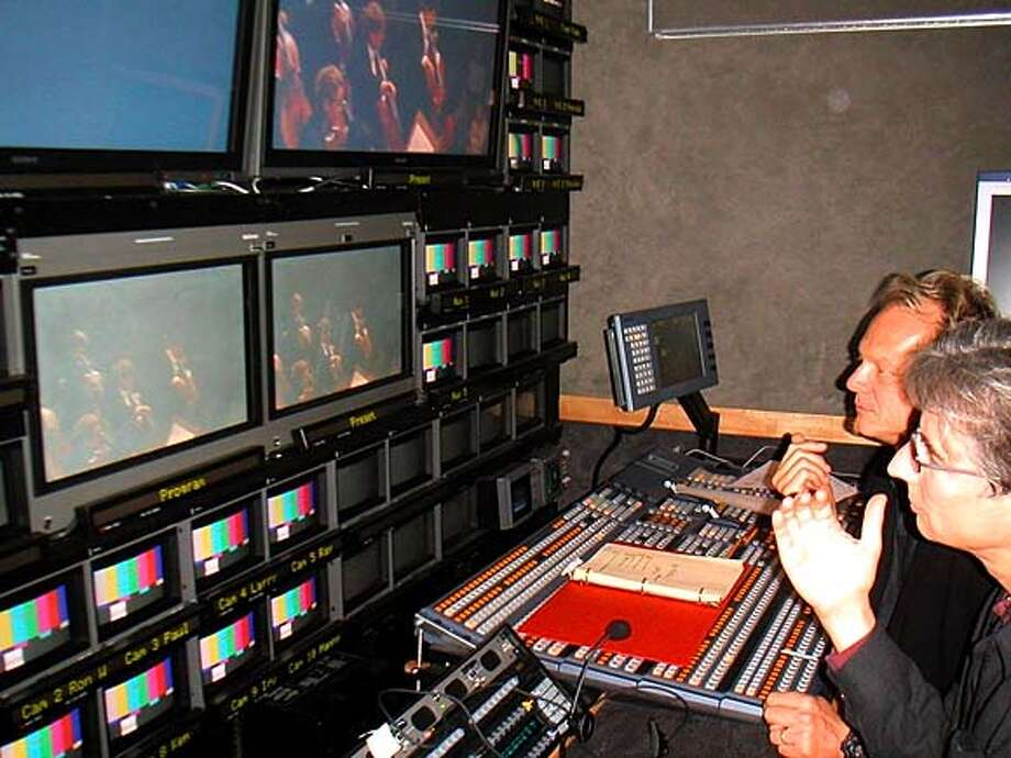 LIVELY05_PICT0043.JPG for ; Michael Tilson Thomas and director Gary Halvorson (director of the Tchaik 4 concert performance program), reviewing footage. Gary Halvorson's directing credits include Friends, Everybody Loves Raymond, and television productions of the Metropolitan Opera and San Francisco Opera.��� / The San Francisco Chronicle Photo: Gonzalez, Carlos