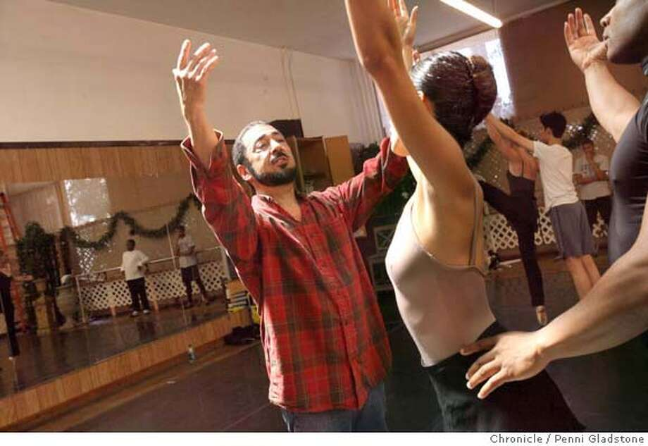 OAKLANDBALLET_117_PG.JPG Ronn Guidi, the artistic director of the Oakland Ballet works with students in Oakland, CA. Event on 7/26/07 in Oakland.  Penni Gladstone / The Chronicle MANDATORY CREDIT FOR PHOTOG AND SF CHRONICLE/NO SALES-MAGS OUT Photo: Penni Gladstone