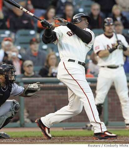 San Francisco Giants' Barry Bonds hits his 754th career home run off of Florida Marlins pitcher Rick Vanden Hurk in the first inning of their National League MLB game in San Francisco, California, July 27, 2007. He is now one short of the all time home run record. REUTERS/Kimberly White (UNITED STATES) Photo: KIMBERLY WHITE