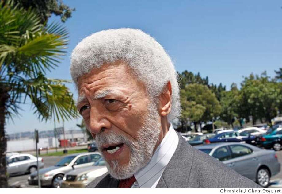 Event on 7/26/07 in Oakland.  Oakland Mayor Ron Dellums (cq) joined negotiators for Waste Management Inc. and the Teamsters union today, July 26, 2007, at the Federal Mediation & Conciliation Service Western Region office, 7677 Oakport Street, Oakland (location according to the photo assignment, unverifiable by photographer) to continue with the eighth day of negotiations to return 481 locked-out East Bay garbage haulers back to work.  Chris Stewart / The Chronicle garbage, Ron Dellums Photo: Chris Stewart